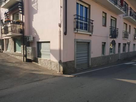 Negozio / Locale in affitto a Sesto Calende, 3 locali, prezzo € 650 | CambioCasa.it