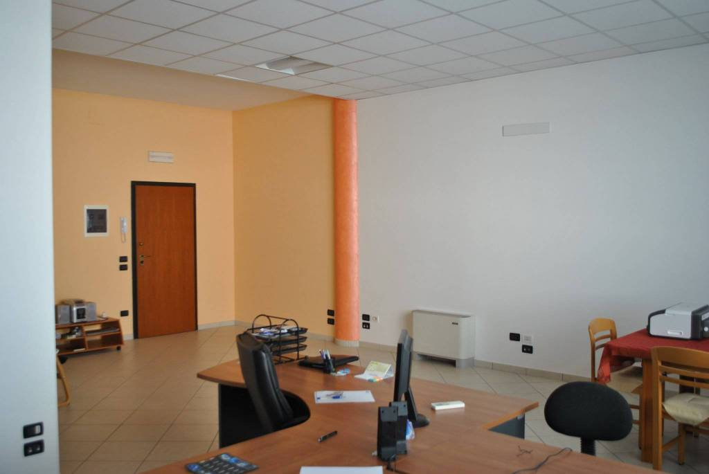 Ufficio in zona direzionale ampio parcheggio. Rif. 8424868