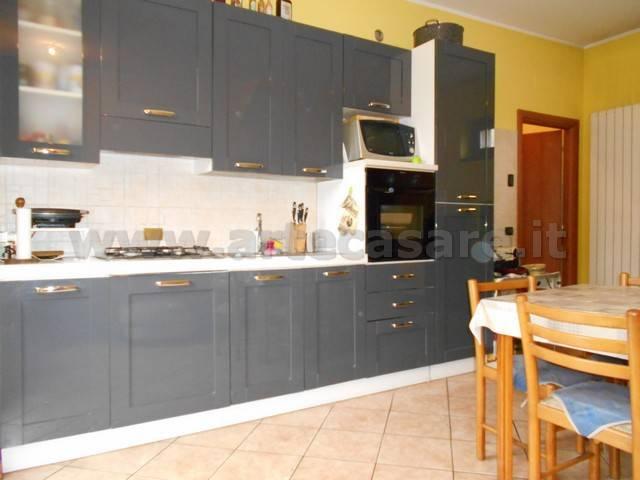 Appartamento in buone condizioni in affitto Rif. 8423667