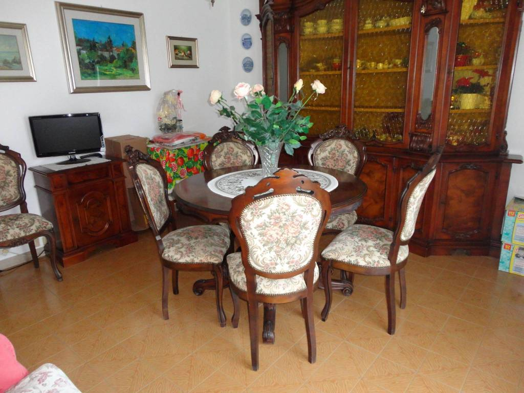 Appartamento in buone condizioni arredato in vendita Rif. 8422392