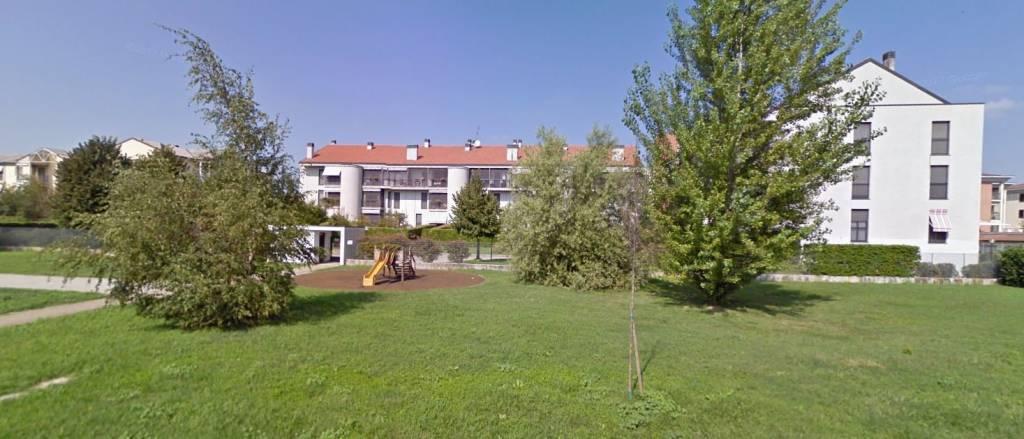 Appartamento in buone condizioni in vendita Rif. 9448508
