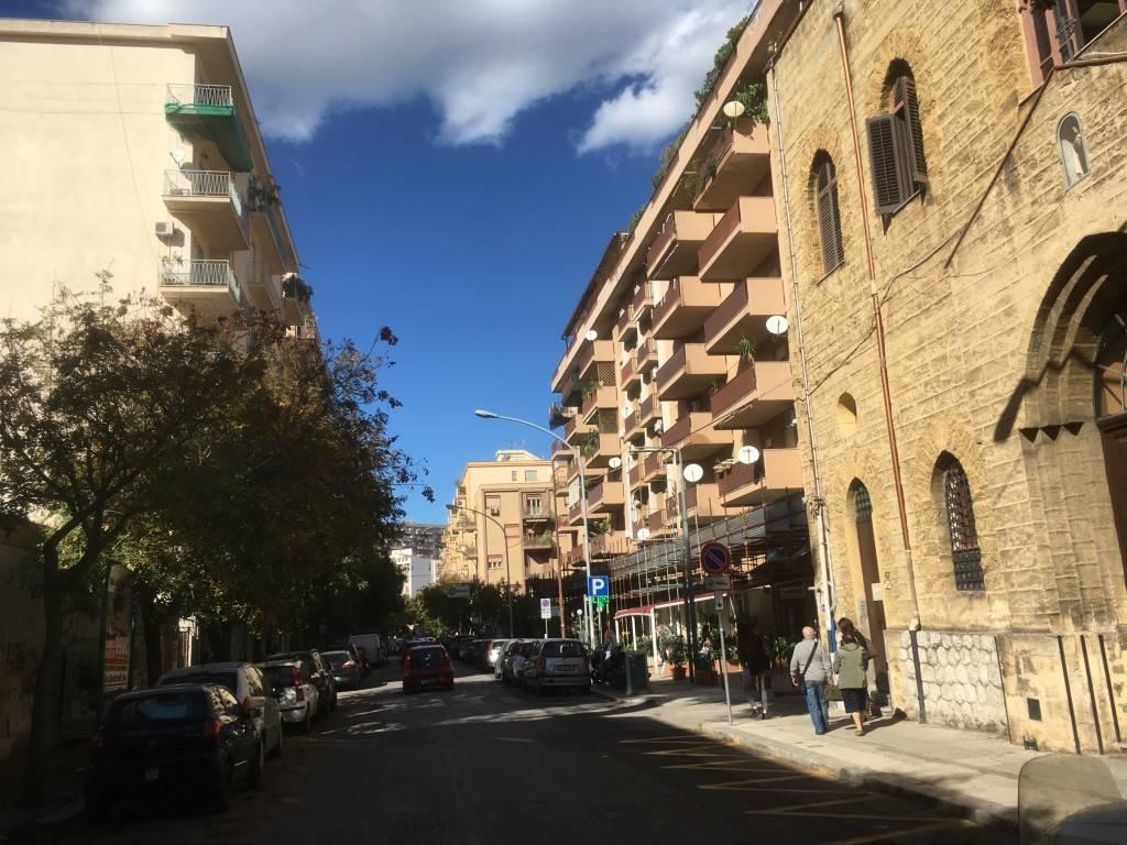Magazzino in Affitto a Palermo Centro: 1 locali, 200 mq