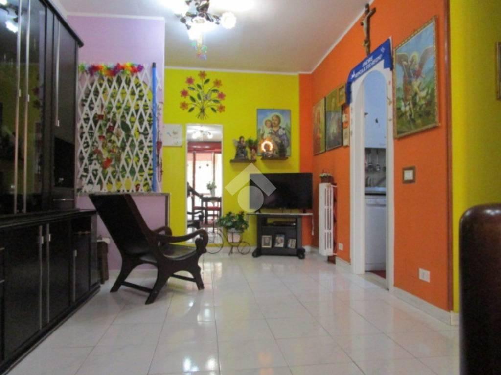 Appartamento in buone condizioni in vendita Rif. 9181347
