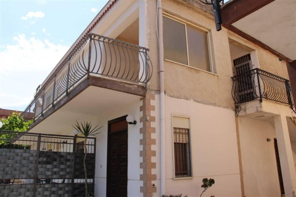 Appartamento in buone condizioni in vendita Rif. 9155120