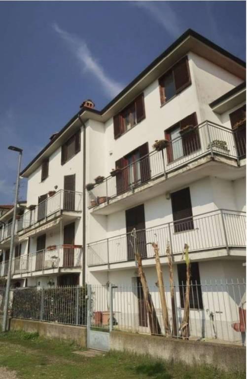 Appartamento in buone condizioni in vendita Rif. 9448505