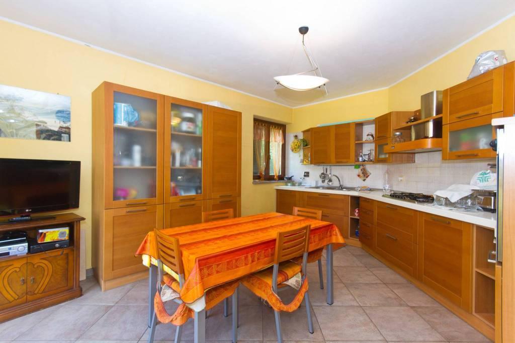 Appartamento in buone condizioni in vendita Rif. 7909535