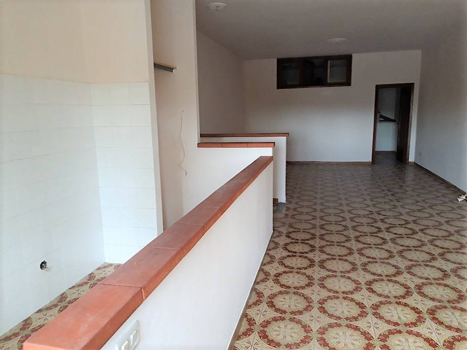Appartamento in buone condizioni in affitto Rif. 8422653
