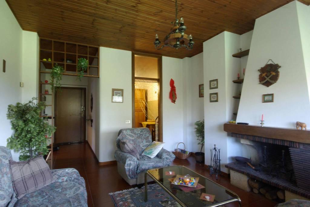 Appartamento in ottime condizioni arredato in vendita Rif. 8426956