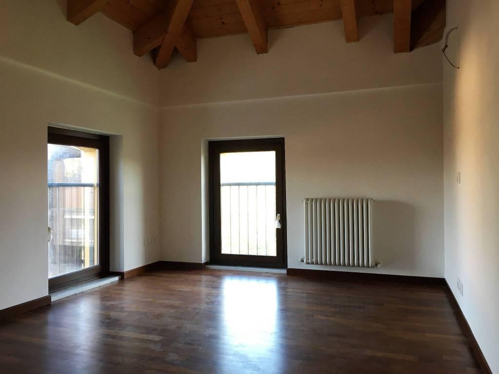 Appartamento in ottime condizioni in vendita Rif. 8465102