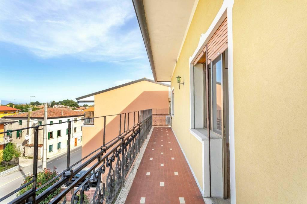 Appartamento in buone condizioni in vendita Rif. 7631259