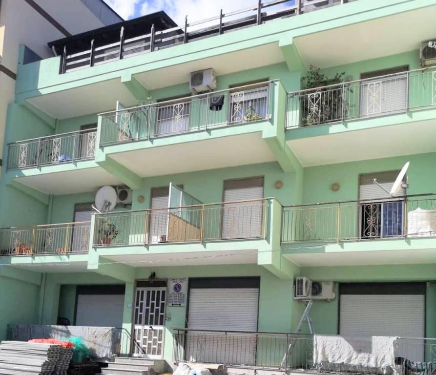 Appartamento in buone condizioni in vendita Rif. 8423334
