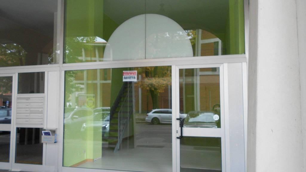 Negozio / Locale in affitto a Castellanza, 2 locali, prezzo € 600 | CambioCasa.it