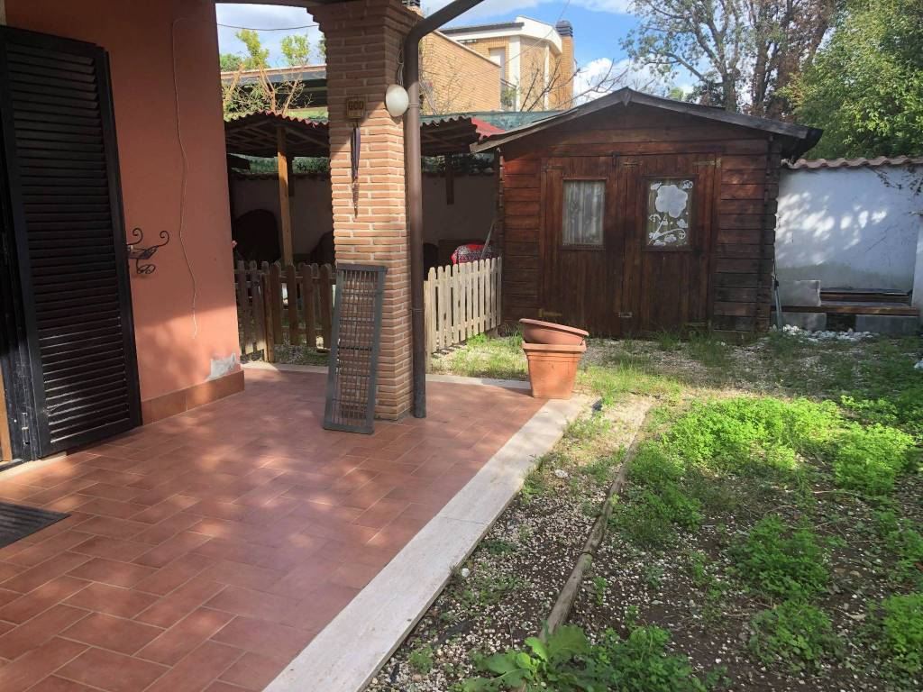 Appartamento in ottime condizioni arredato in affitto Rif. 8423913