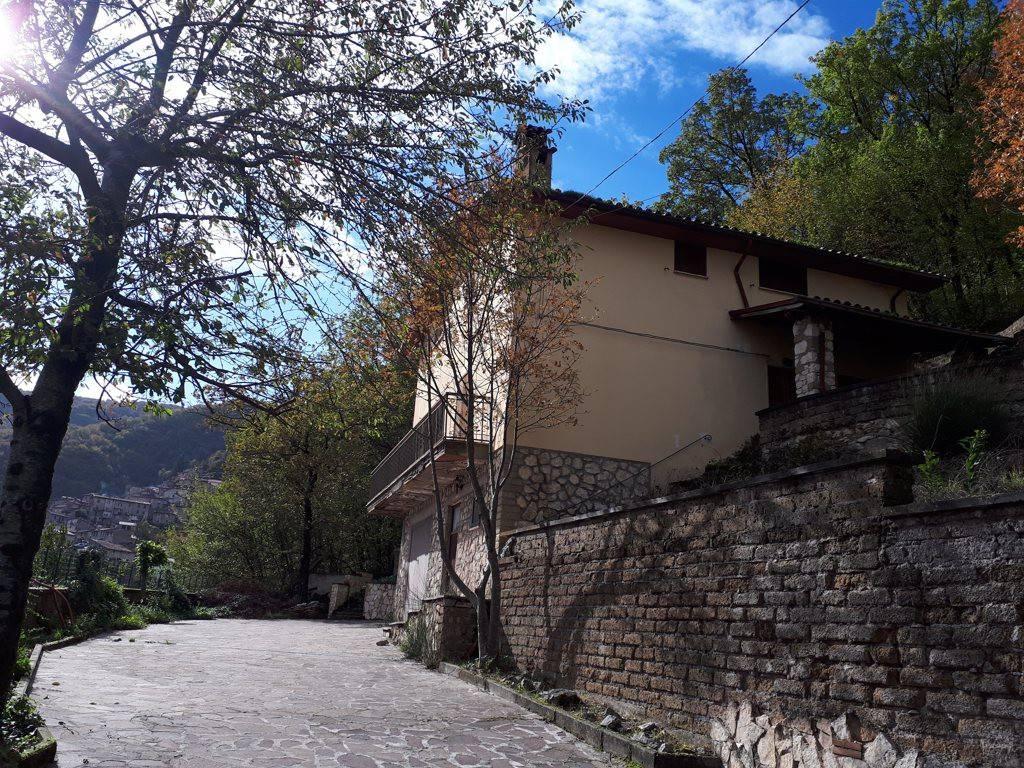 Casa Indipendente in ottime condizioni parzialmente arredato in vendita Rif. 7593911