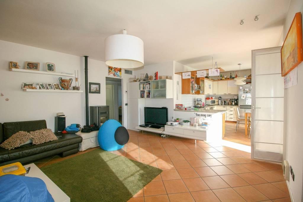 Appartamento in buone condizioni in vendita Rif. 8424883