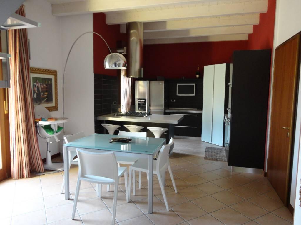 Appartamento in buone condizioni in vendita Rif. 8434724