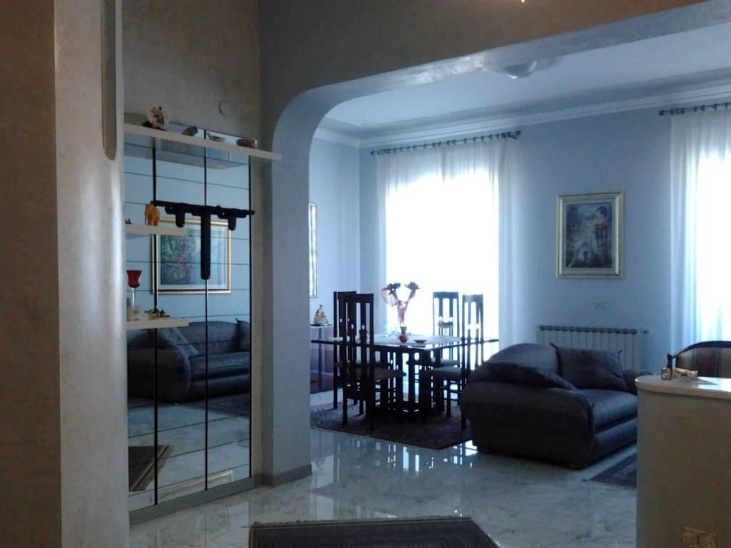 Appartamento in buone condizioni in vendita Rif. 8435122