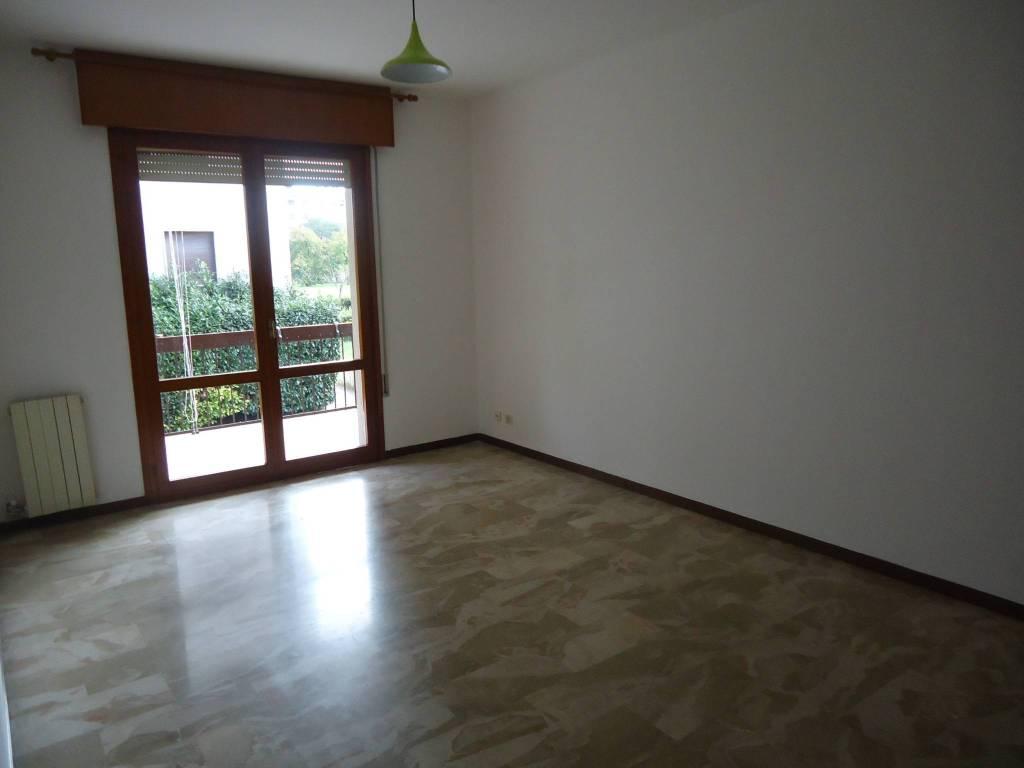 Appartamento in buone condizioni in vendita Rif. 8243870