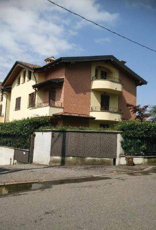 Appartamento in buone condizioni in vendita Rif. 8441222