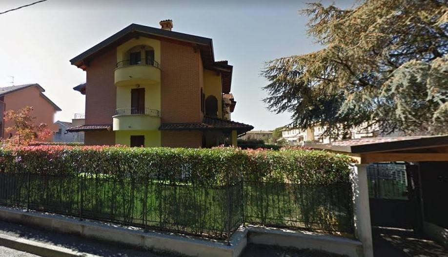 Appartamento in buone condizioni in vendita Rif. 8441223
