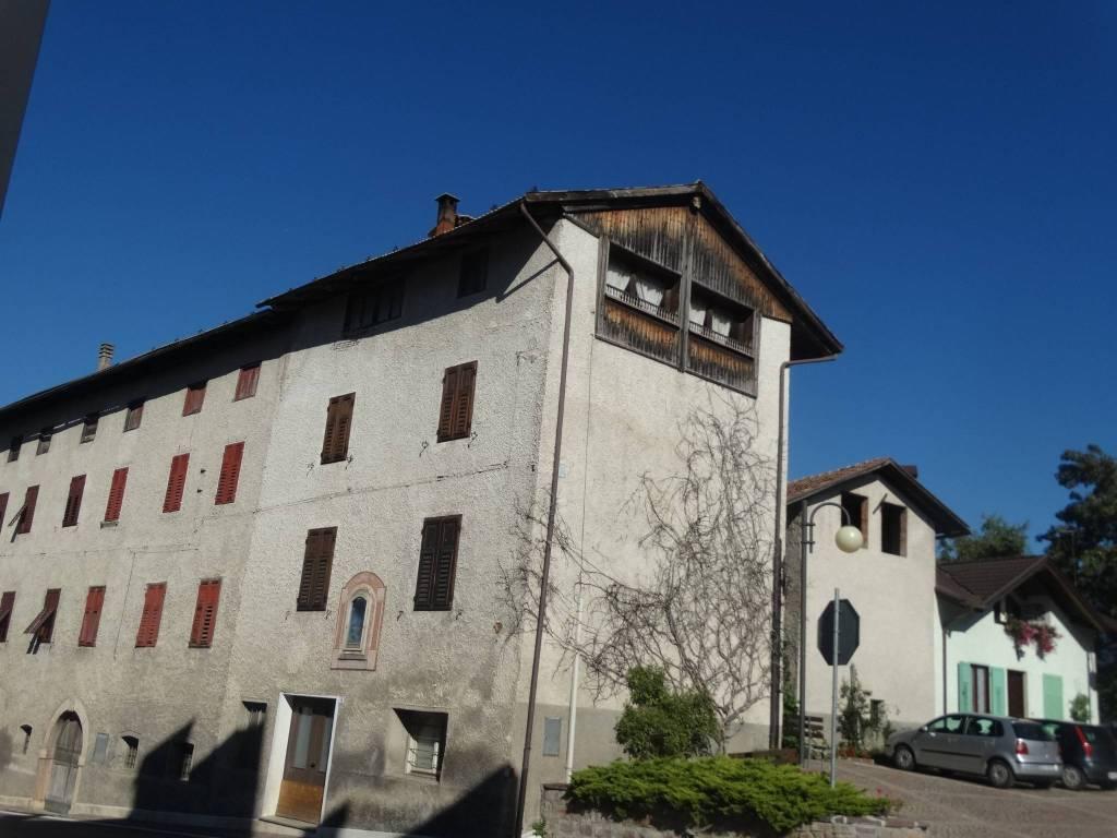 Casa Indipendente da ristrutturare parzialmente arredato in vendita Rif. 8443072