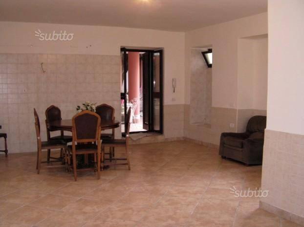 Appartamento in buone condizioni arredato in affitto Rif. 8444300