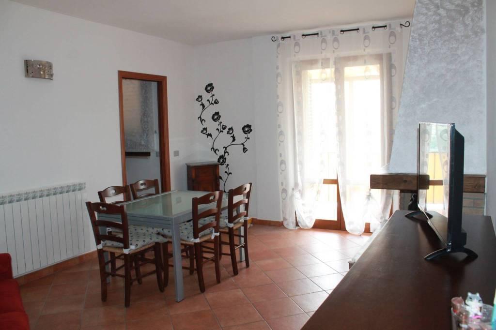 Appartamento in ottime condizioni arredato in affitto Rif. 8440746