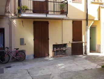 Appartamento in buone condizioni in vendita Rif. 9439172