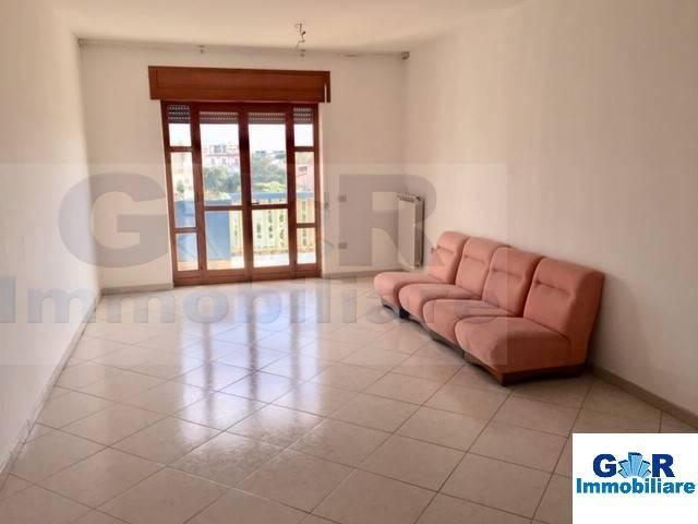 Appartamento in buone condizioni in affitto Rif. 8441787