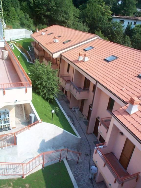 Appartamento in buone condizioni arredato in affitto Rif. 8440642