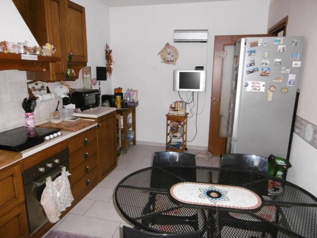 Appartamento in ottime condizioni in vendita Rif. 8440848