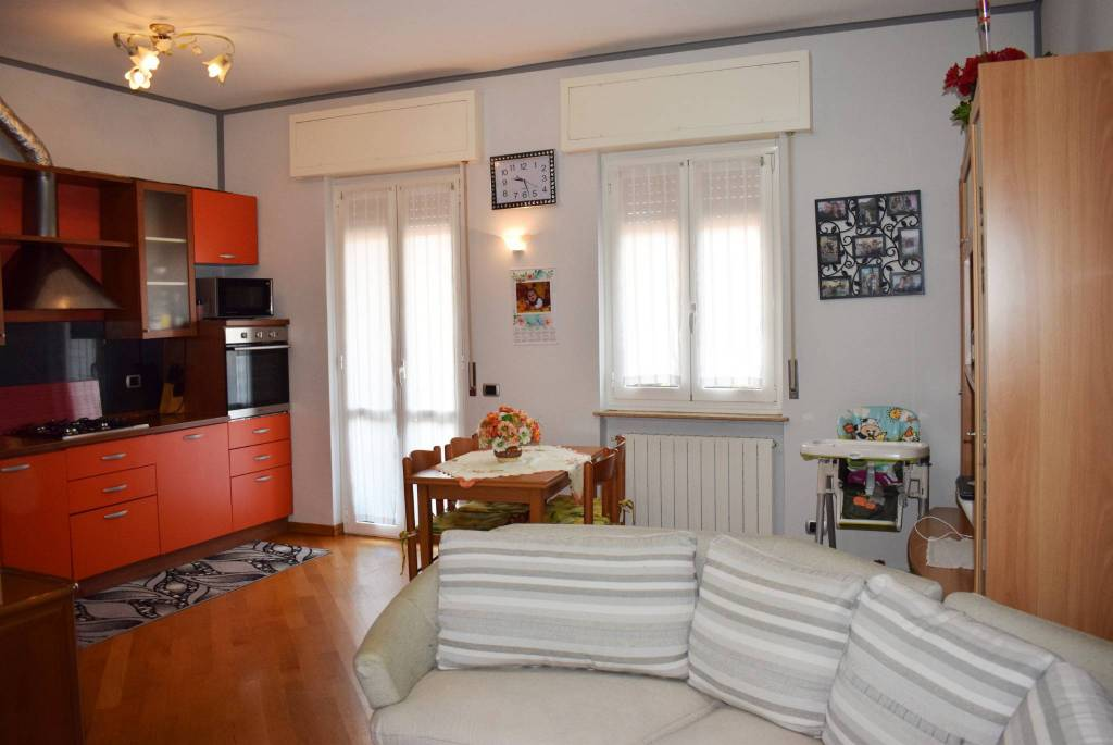 Appartamento in buone condizioni parzialmente arredato in vendita Rif. 8441994