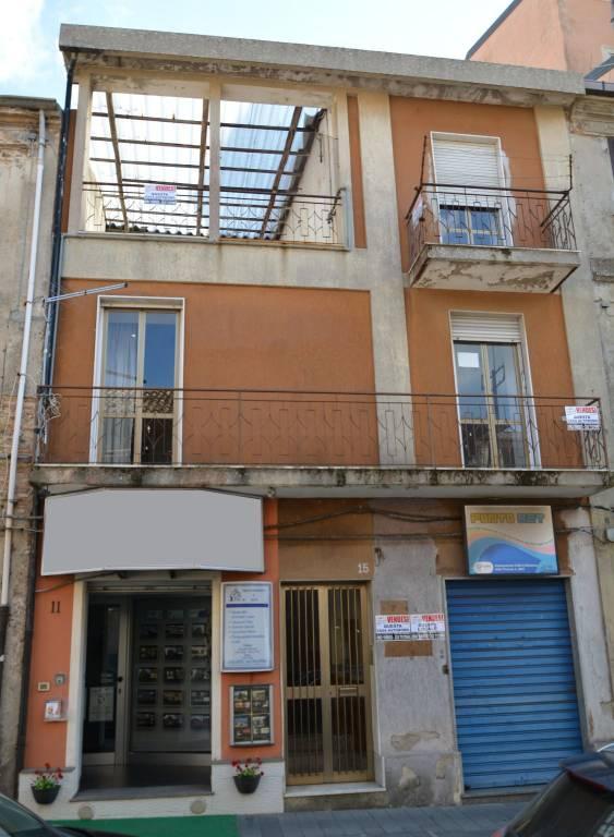 Appartamento in buone condizioni in vendita Rif. 8443820