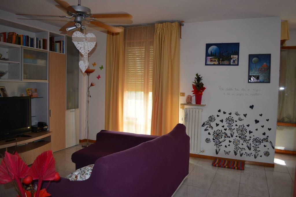 Appartamento in buone condizioni parzialmente arredato in vendita Rif. 8441154