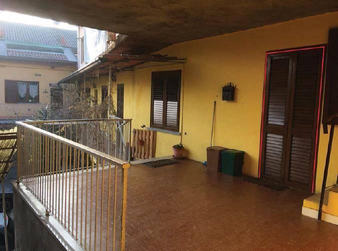 Appartamento in buone condizioni in vendita Rif. 8441225