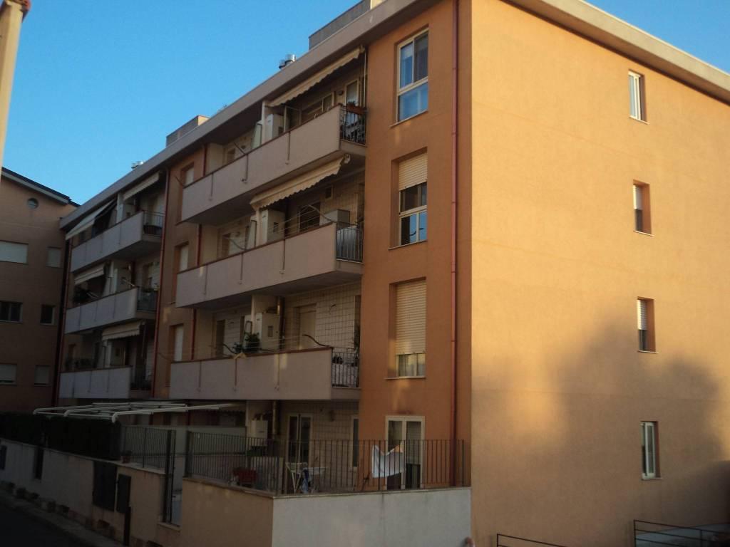 Appartamento in buone condizioni in vendita Rif. 8442304