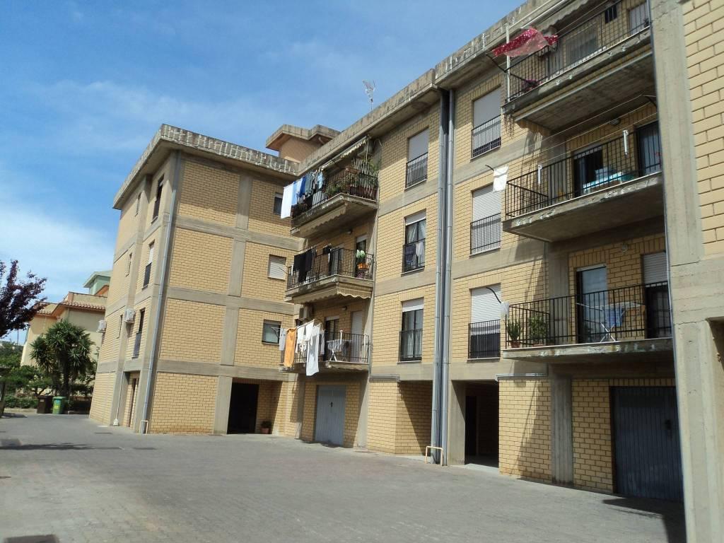 Appartamento in buone condizioni in vendita Rif. 8442305