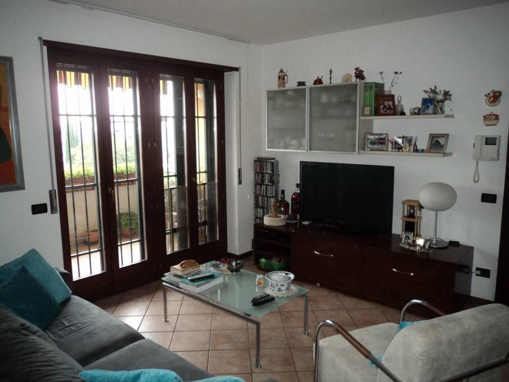 Appartamento in buone condizioni parzialmente arredato in vendita Rif. 8453125
