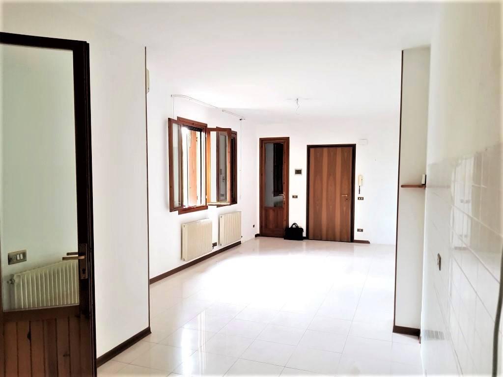 Appartamento con 2 camere in buone condizioni!!