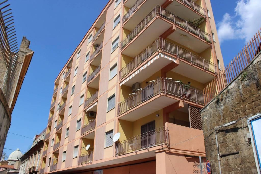 Appartamento in buone condizioni in vendita Rif. 8453185