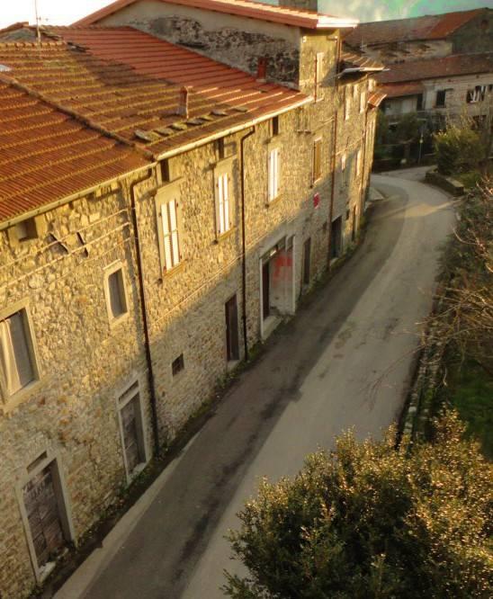 Porzione di Fabbricato in borgo medioevale, tetto nuovo