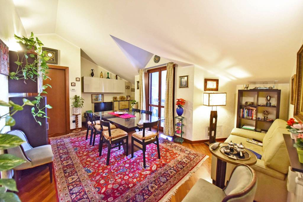 Appartamento in vendita a Nova Milanese, 3 locali, prezzo € 180.000 | CambioCasa.it