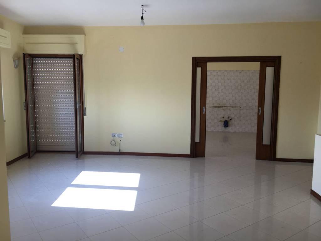 Appartamento in buone condizioni in vendita Rif. 8453307