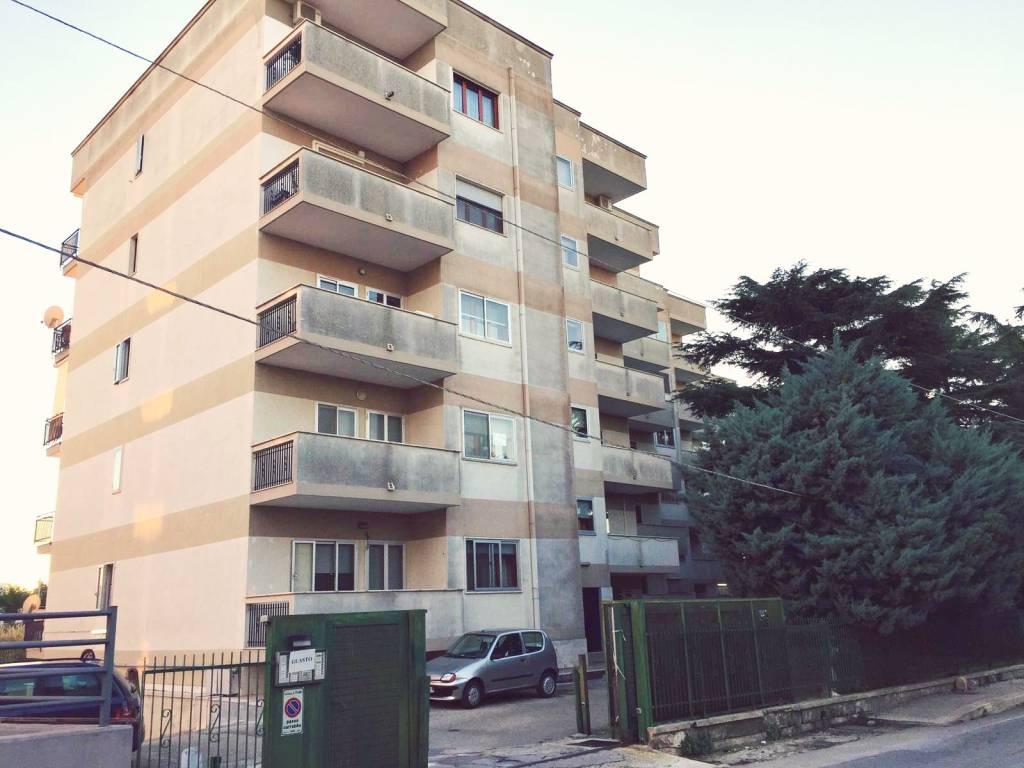 Appartamento in buone condizioni in vendita Rif. 8452218