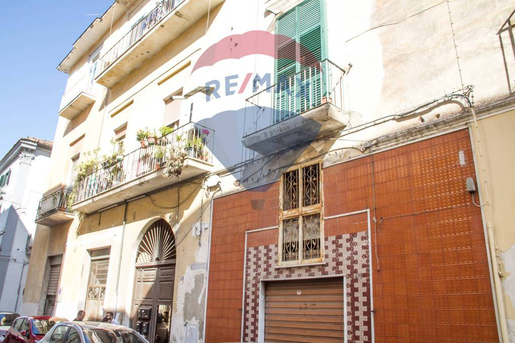 Appartamento da ristrutturare in vendita Rif. 8454021