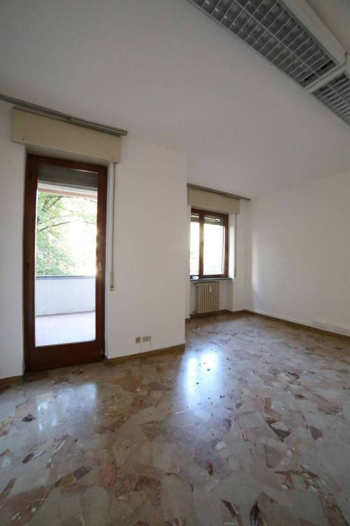 Ufficio / Studio in affitto a Varese, 3 locali, prezzo € 620 | CambioCasa.it
