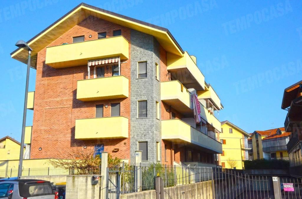 Appartamento in buone condizioni in vendita Rif. 8465676