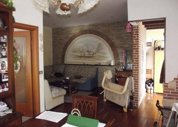Appartamento in buone condizioni in vendita Rif. 9455581