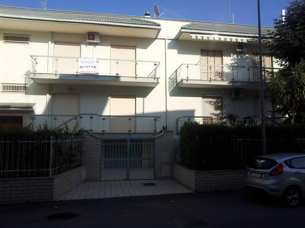 Appartamento in ottime condizioni in affitto Rif. 8458406