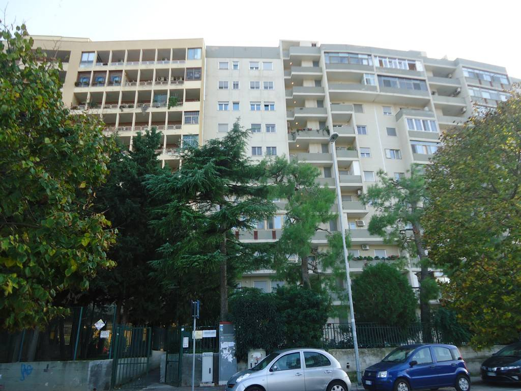 Ufficio / Studio in vendita a Bari, 4 locali, prezzo € 200.000 | CambioCasa.it